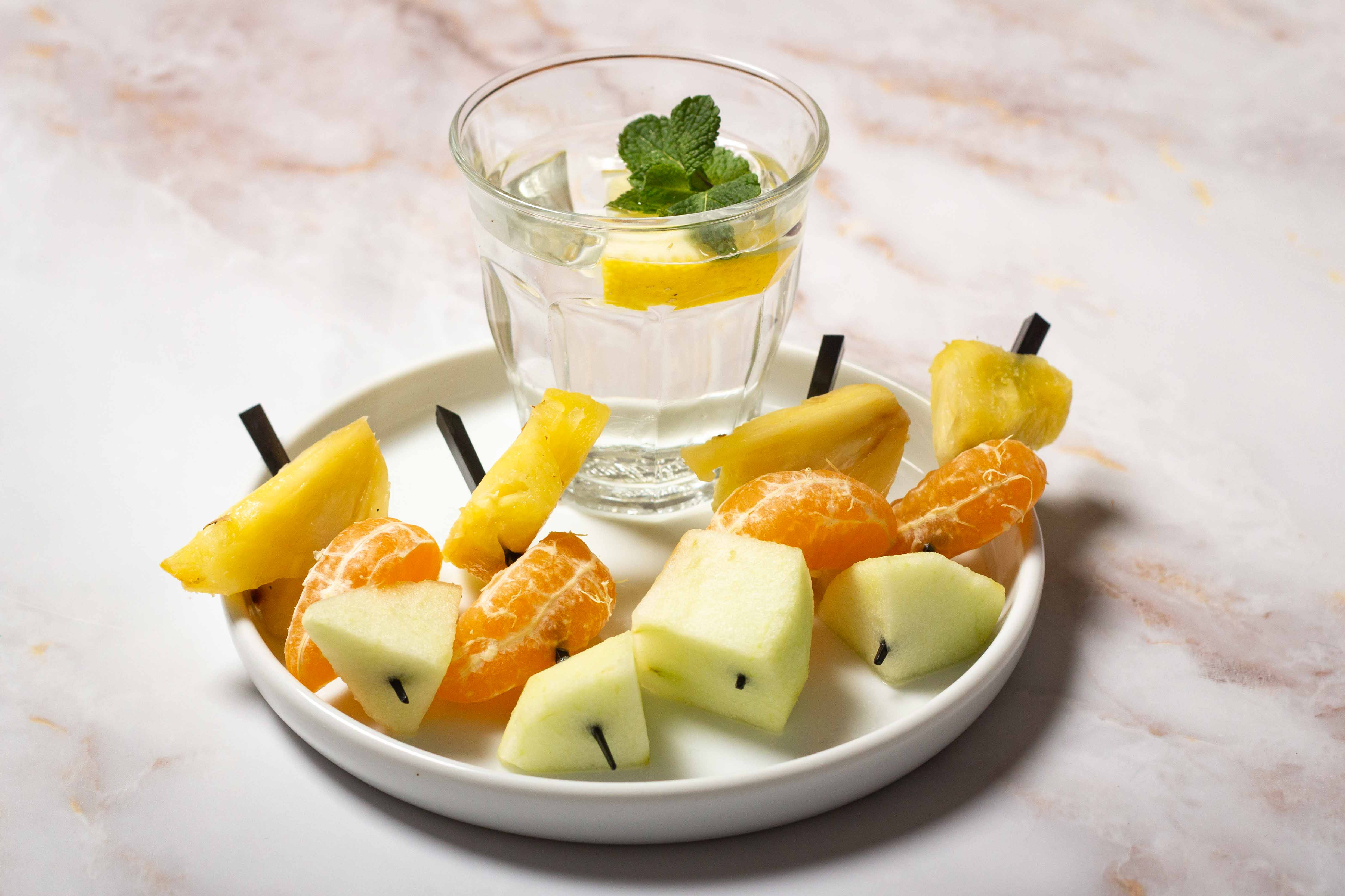 Petit_dej_3_brochettes_fruits.jpg